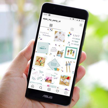 Mobiele telefoon met instagram feed